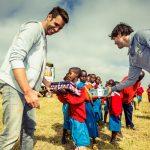 Nick en Simon in de klas in Ethiopië (2011)