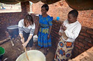 Sofie van den Enk maakt maispap