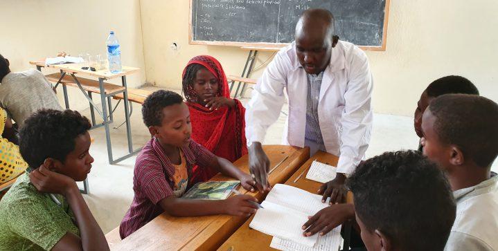 Onderwijs voor ontheemde kinderen in Ethiopië