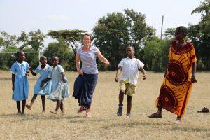 Gymdocente Linda van der Valk in Kenia